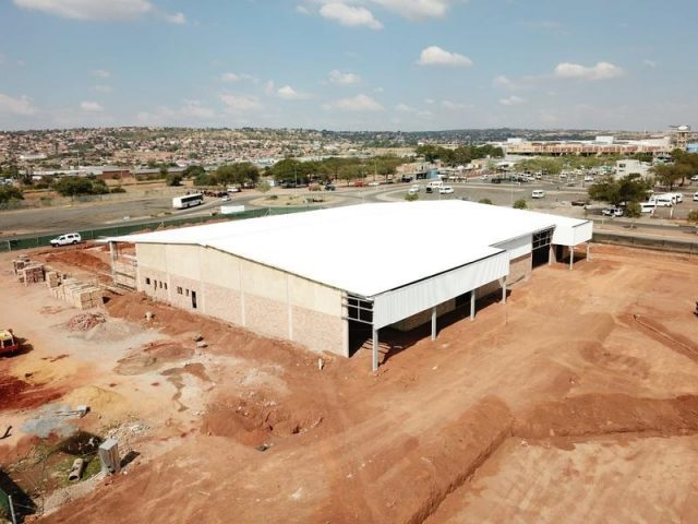 Builders Warehouse Steel Structure Design and erection